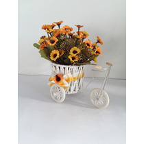 Arranjo De Flores Artificiais Amarelas Na Bicicleta