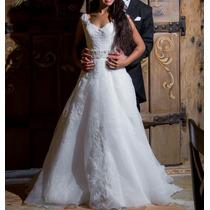 Vestido De Noiva De Tule Com Renda E Perolas E Véu De Noiva