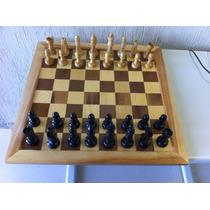 Tabuleiro Para Jogo De Xadrez Com Peças Em Madeira