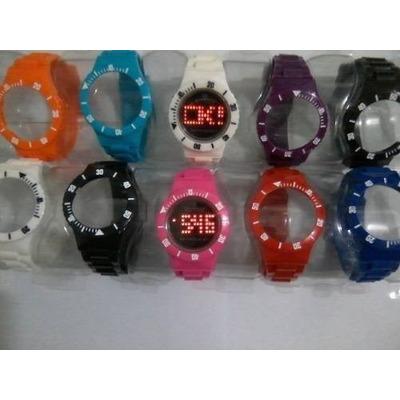 cfd55fcdd7c DESCRIÇÂO DO RELÓGIO  -O kit vêm com 5 pulseiras coloridas -As pulseiras  branca e preta sâo fixas -1 mostrador de Led -Unisex Analógico Led -Fecho  da ...