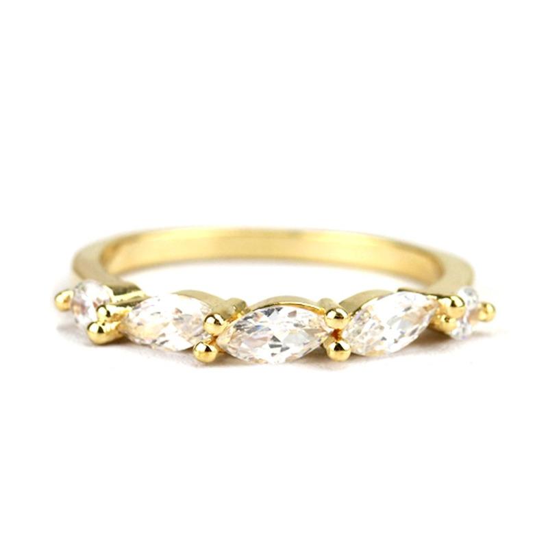 Anel Aliança Dourada 5 Zircônias Brancas - An030072