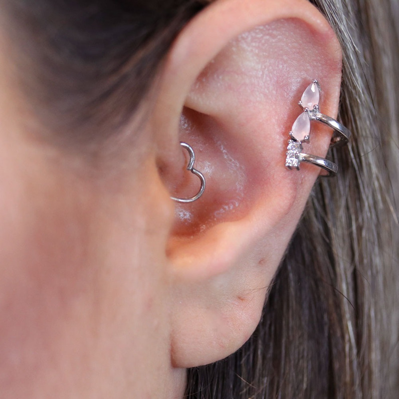 Brinco gotinha pressão rosa leitoso orelha direita - BR030025