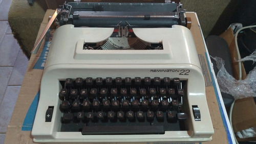 Maquina De Escrever Remington 22 Bege Portatil Original