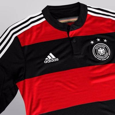 f68985937b67e Camisa Da Alemanha Seleção Alemã Listrada Rubro Negra Copa
